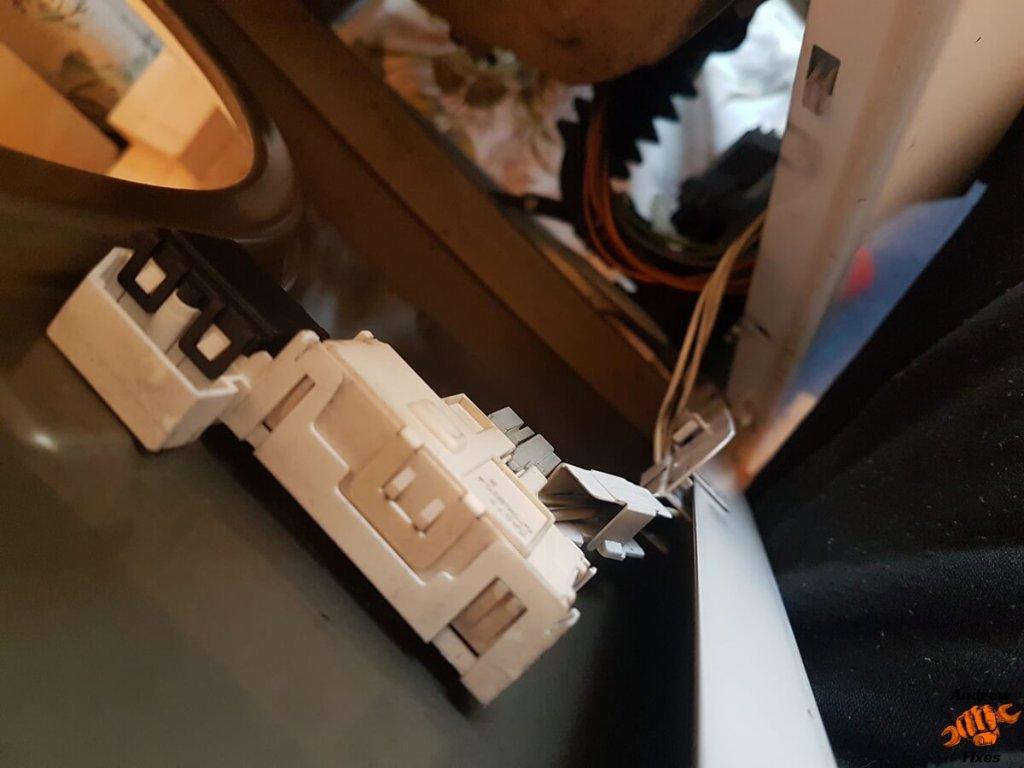 Picture showing Bosch washing machine door switch