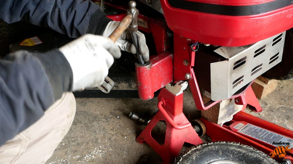Picture showing Countax stub axle bearing removal